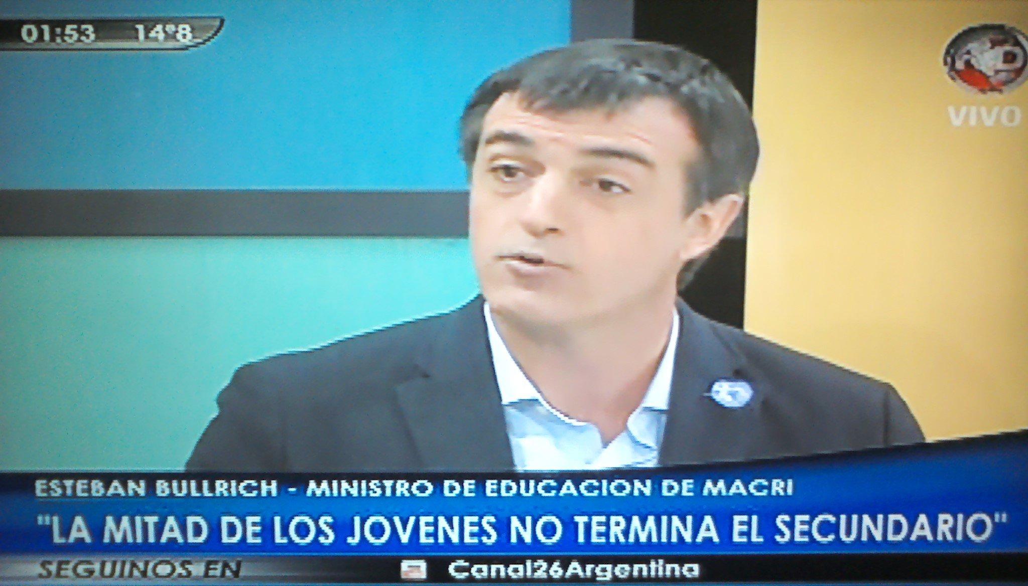 """Esteban Bullrich: """"La mitad de los jóvenes no termina el secundario""""."""