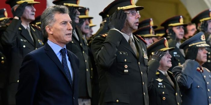 """Peña: """"Se devuelven potestades administrativas a las fuerzas armadas pero no se elimina el control civil"""""""