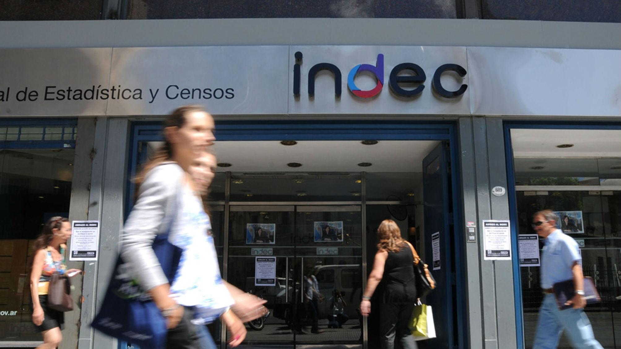 """Clarín: """"El INDEC insiste: se puede comer por $6 al día"""""""