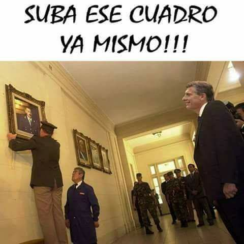 """Imagen: """"El presidente Macri volvió a colgar cuadros de Videla en Casa Rosada"""""""