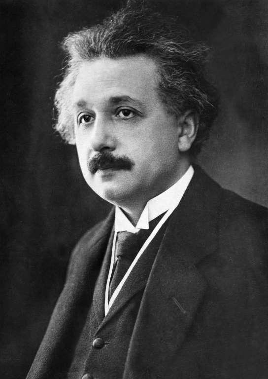 """Einstein: """"Nadie puede leer los evangelios sin sentir la presencia de Jesús. Su personalidad palpita en cada palabra. Ningún mito está tan lleno de tal vida"""""""
