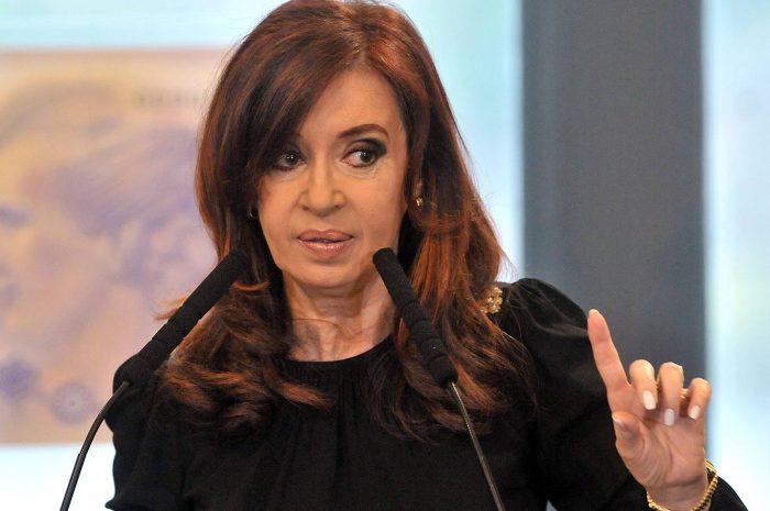 """CFK: """"Haber terminado tres períodos de gobierno sin haber tenido que lamentar una víctima por la represión, lo vivo con mucho orgullo y tranquilidad. No descansaría bien si tuviera que lamentar que por reprimir un piquete murió una persona"""""""