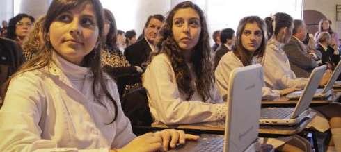 """CFK: """"No hay ningún alumno ni docente que no cuente con una computadora de 'Conectar Igualdad'"""""""