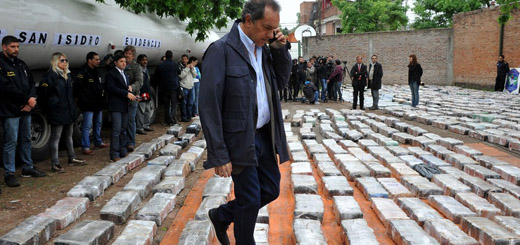 Es #FalsoEnLasRedes que Scioli publicó una foto falsa sobre incautación de marihuana