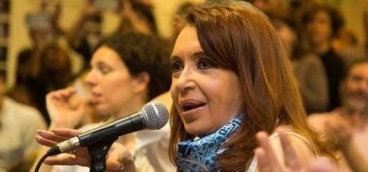 """CFK: """"Tenemos la peor caída de la industria desde el 2002, previo al kirchnerismo"""""""