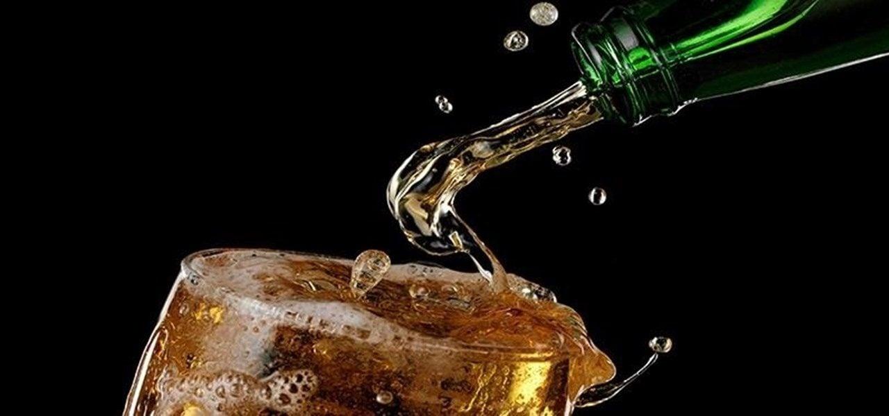 ¿Evita una cucharita que se escape el gas de la cerveza?