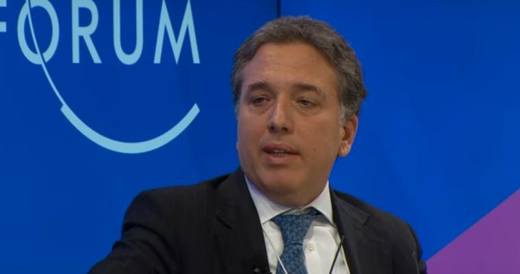 """Dujovne: """"La Argentina tiene un nivel de endeudamiento muy bajo con el sector privado, de apenas 26% del PBI"""""""