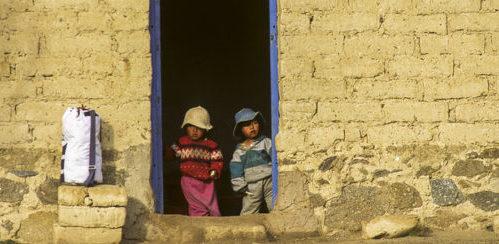 Los hogares con padres que no terminaron la primaria cuadruplican los niveles de pobreza de aquellos que la tienen