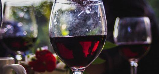 ¿Hay países productores de vino que tienen impuestos especiales para esta bebida, como dijo Dujovne?