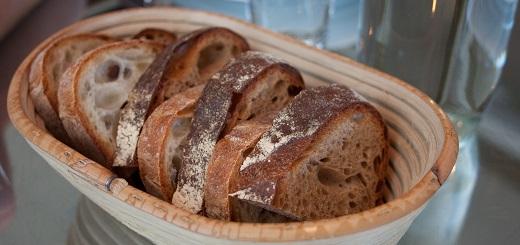 ¿Comer pan tostado o la miga del pan engorda menos?