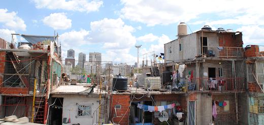 Sólo la mitad de los argentinos tiene gas, agua y cloacas