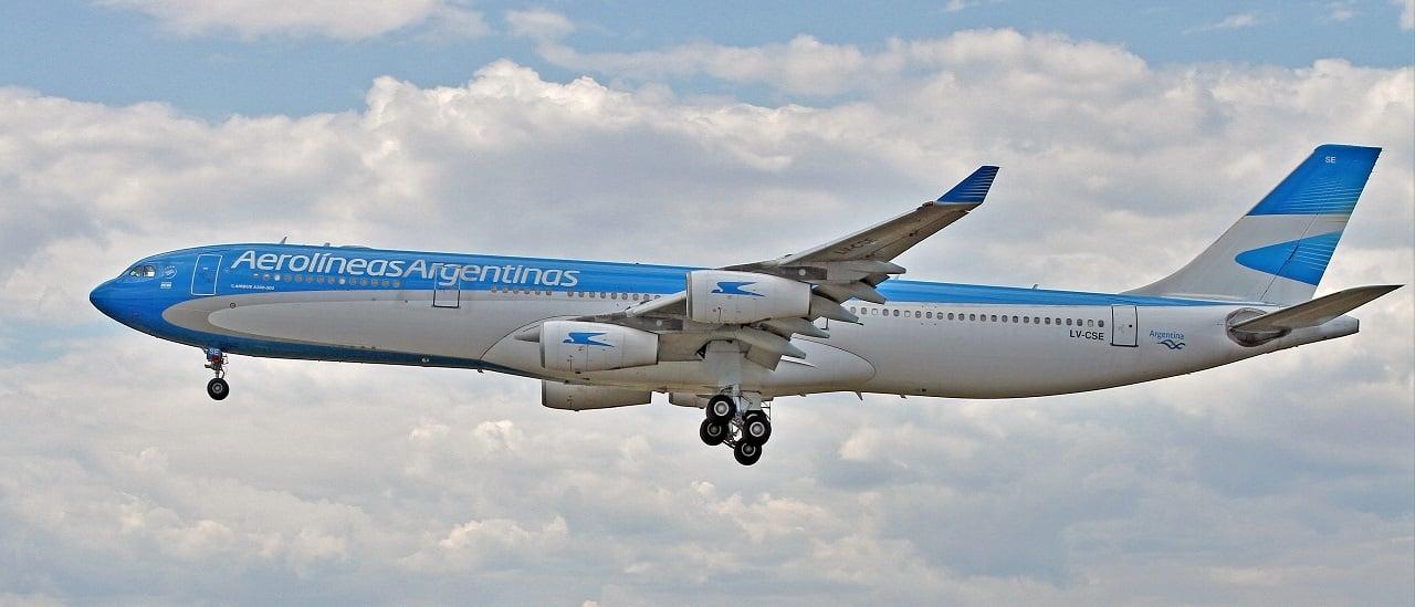 Aumentó la cantidad de pasajeros que vuelan en Aerolíneas Argentinas, aunque bajó su participación en el mercado