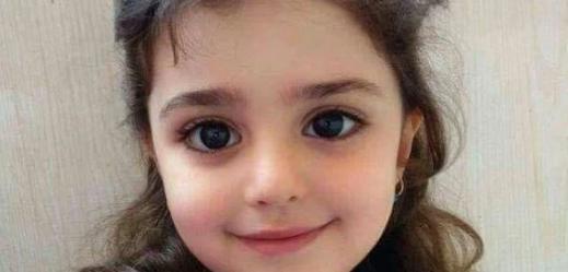 Es falso que van a pagar la operación de una niña ciega si su foto se comparte en redes sociales