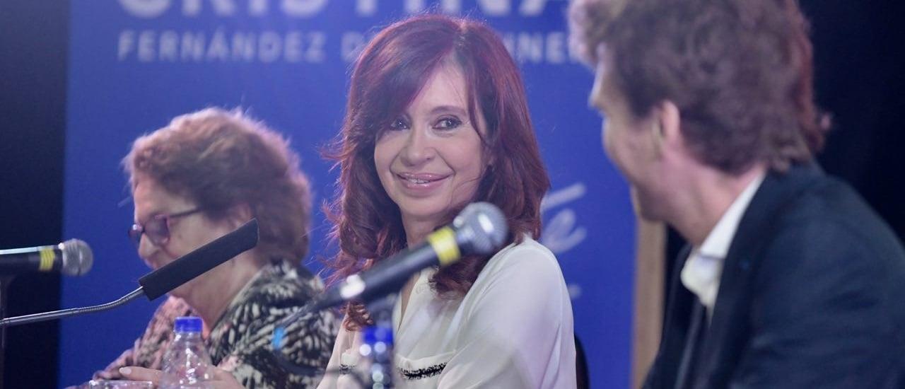 """CFK, sobre """"Argentina Trabaja"""" y """"Ellas Hacen"""": """"El Gobierno que yo dejé con 207 mil planes sociales hoy tiene 467 mil"""""""