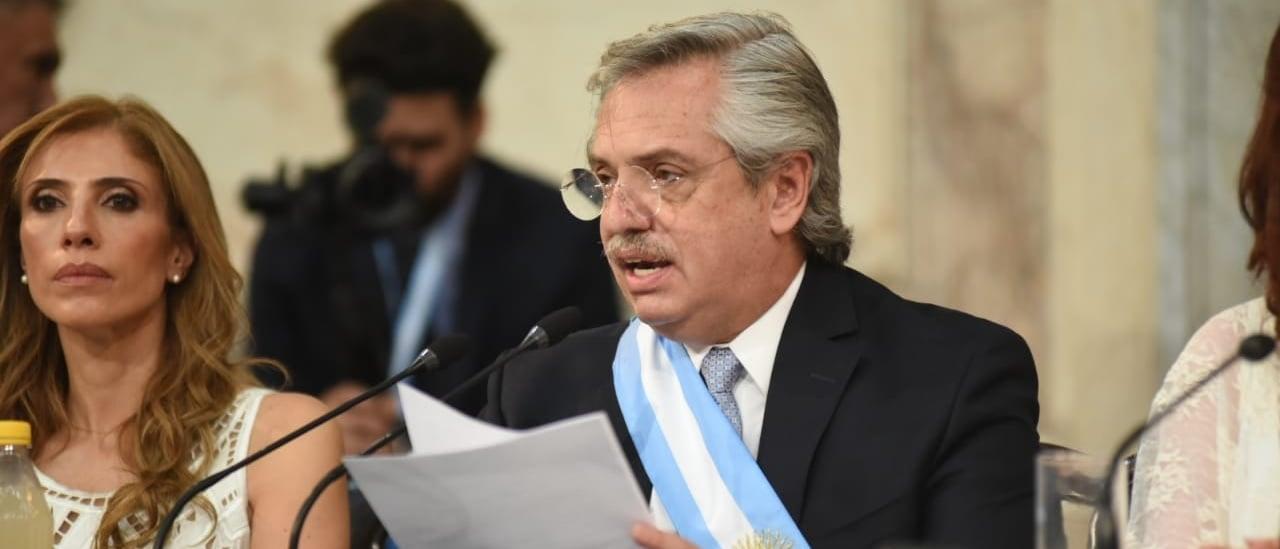"""Alberto Fernández: """"En términos interanuales el empleo industrial registrado lleva 44 meses consecutivos de destrucción"""""""