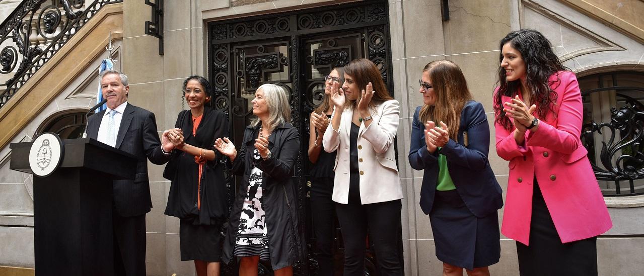 El 15% de las embajadas argentinas están a cargo de mujeres