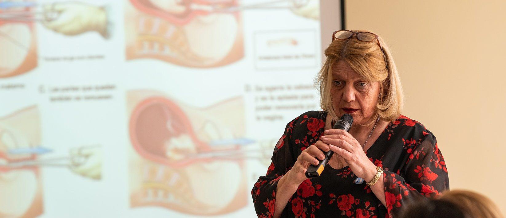 Quién es Chinda Brandolino, la médica que viraliza desinformaciones sobre el coronavirus