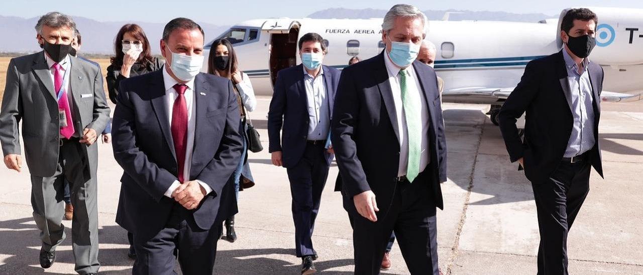 """¿Qué es un """"contacto estrecho"""" y qué pasó con Alberto Fernández y Daniel Arroyo?"""