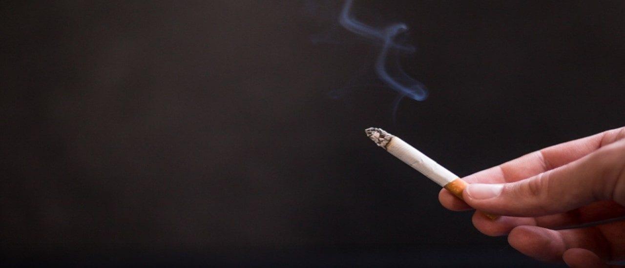 El coronavirus y el humo de cigarrillo: qué evidencia hay