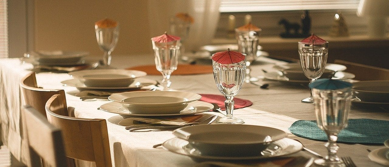Qué sabemos sobre los contagios en comidas y reuniones familiares: la evidencia de España