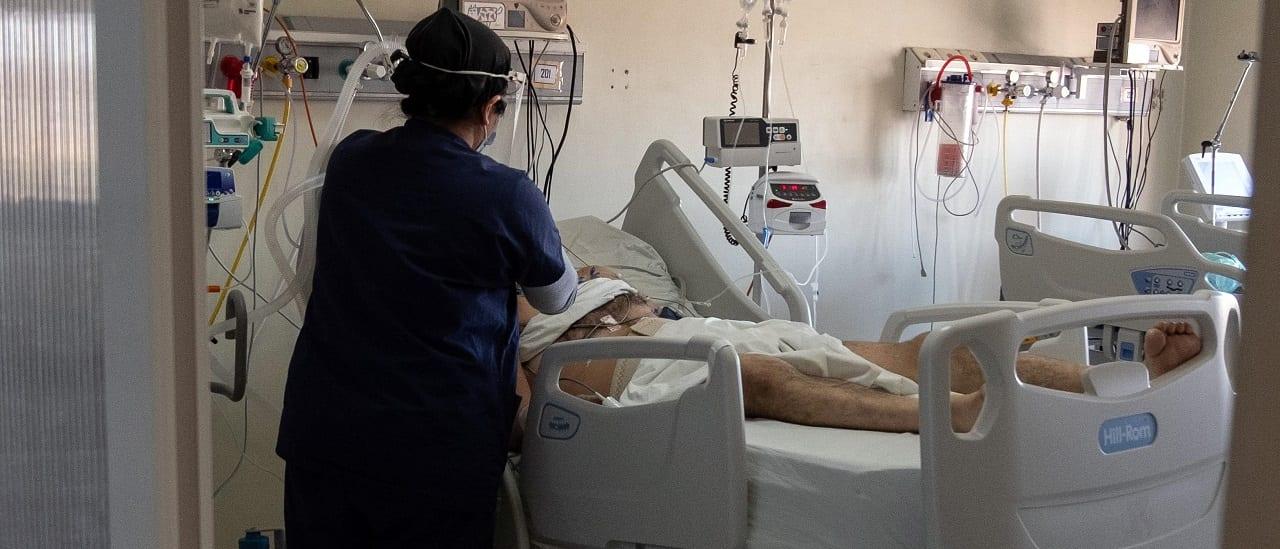 Por qué la Argentina sigue empeorando en el ranking de muertes y contagios por coronavirus