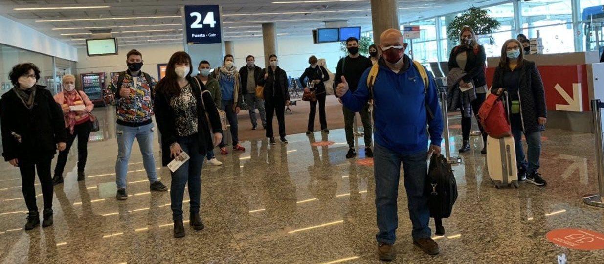 ¿Qué tan peligroso es subirse a un avión en pandemia?