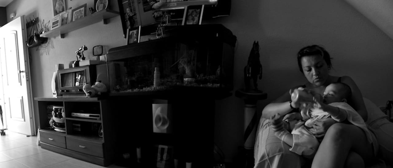 Madres en la Argentina: el 40% vive en la pobreza, el 39% no completó el secundario y el 23% tuvo su primer hijo siendo adolescente