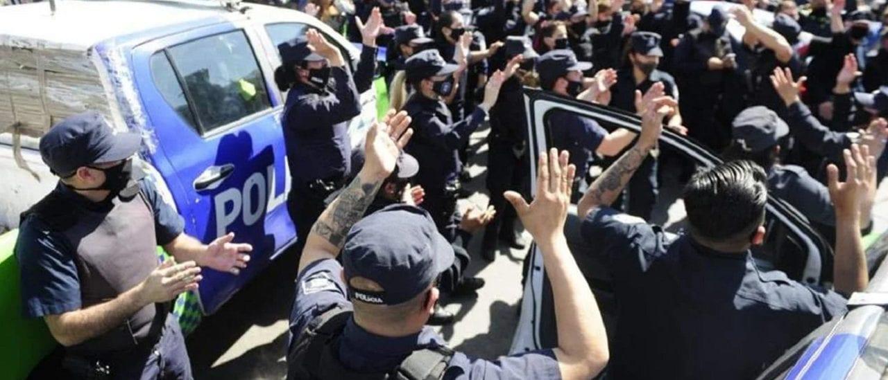 Protestas de la Policía bonaerense: de qué se acusa a los agentes y qué sanciones impuso el Ministerio de Seguridad