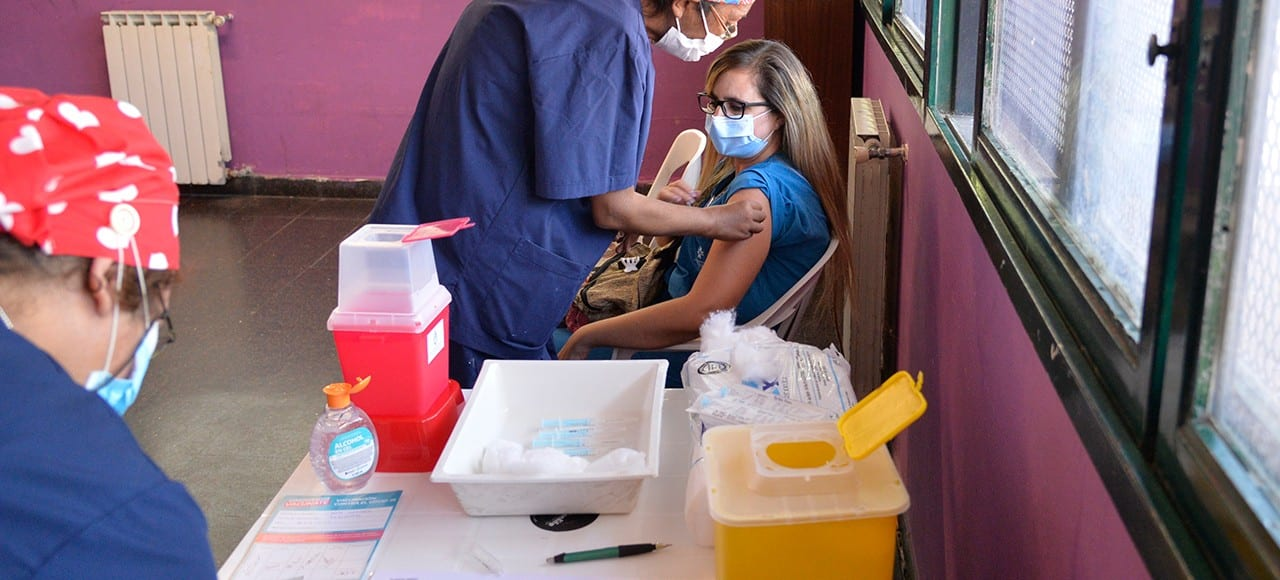 Ya no es necesario esperar 14 días entre la aplicación de la vacuna contra el coronavirus y otras vacunas del calendario
