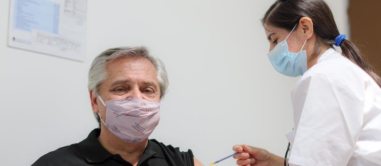 Por qué una persona puede enfermarse de COVID-19 a pesar de estar vacunada