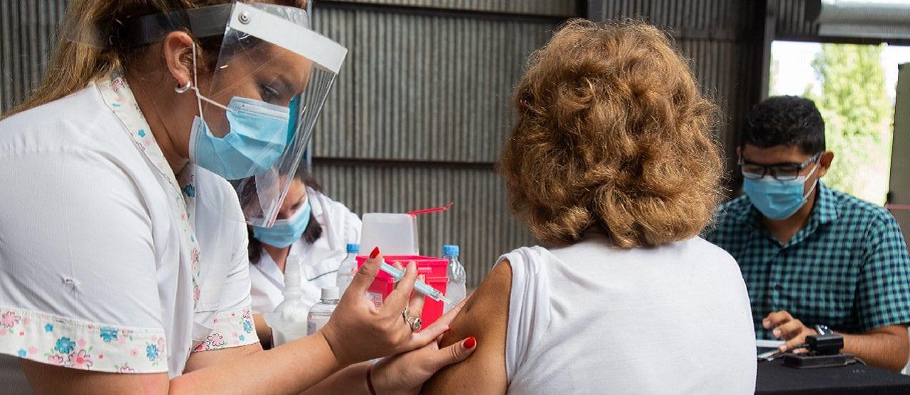 Vacunación contra el coronavirus: cómo se ubica hoy la Argentina a nivel global