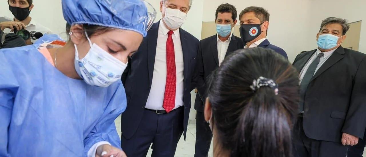 """Luego del """"Vacunagate"""", el Gobierno sigue vacunando funcionarios pero ahora los publica en un listado oficial"""