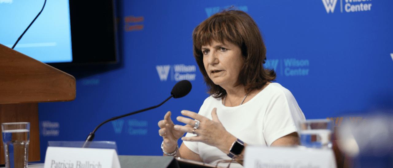 """Patricia Bullrich: """"La economía argentina cayó el doble del promedio que en América Latina"""""""