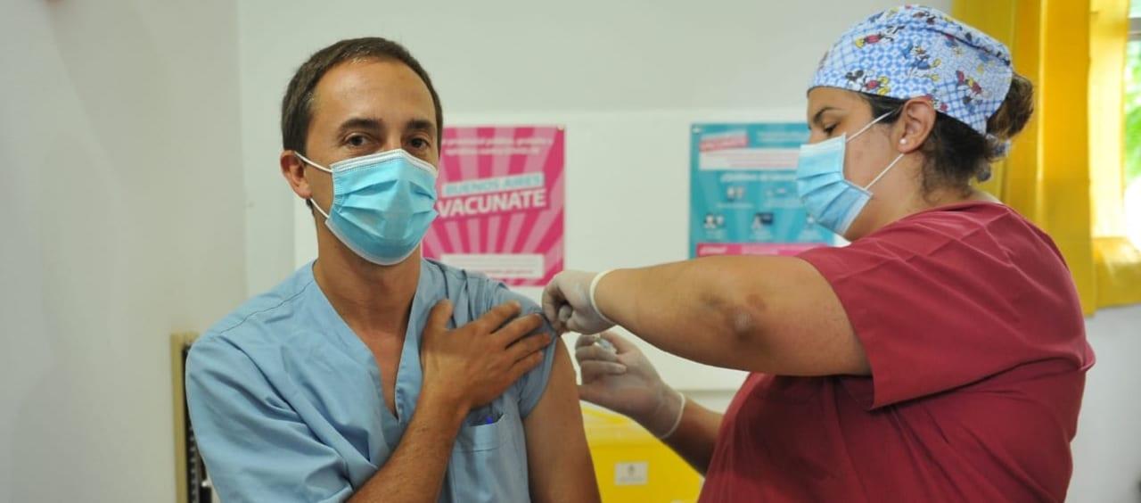 Vacunación: los distritos del interior bonaerense avanzan más rápido que los del Conurbano