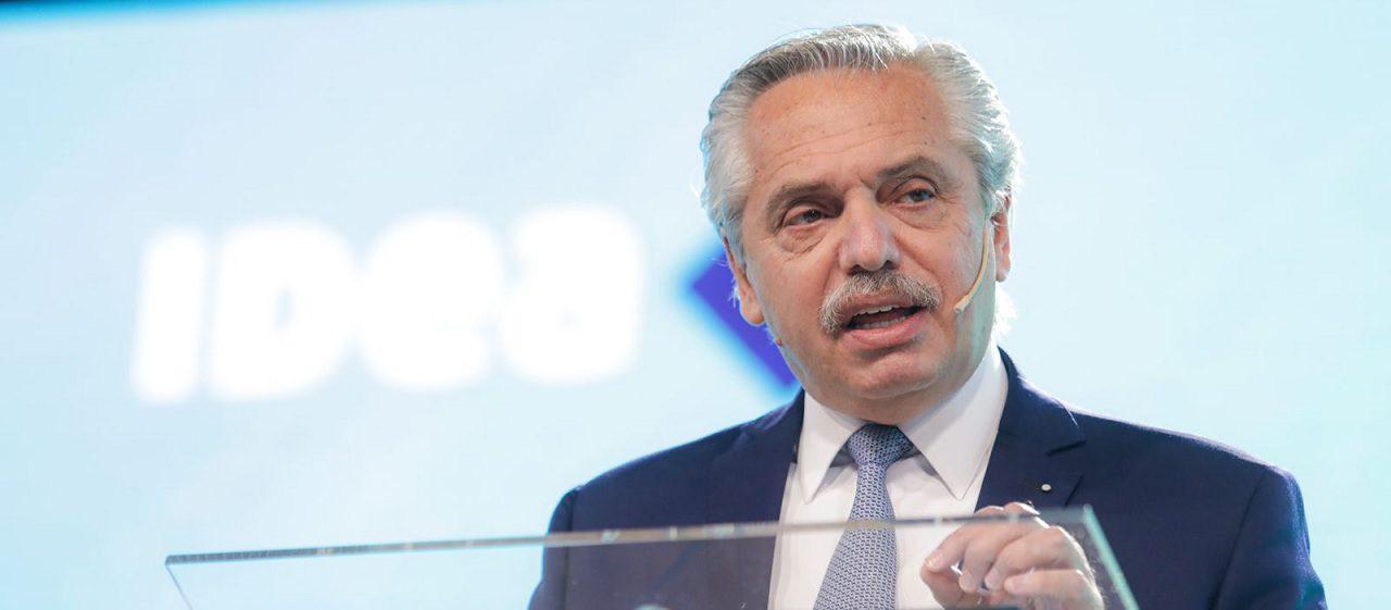 Coloquio de IDEA: Fernández criticó la eliminación de las indemnizaciones por despido y citó a los países nórdicos. ¿Qué dice la evidencia?