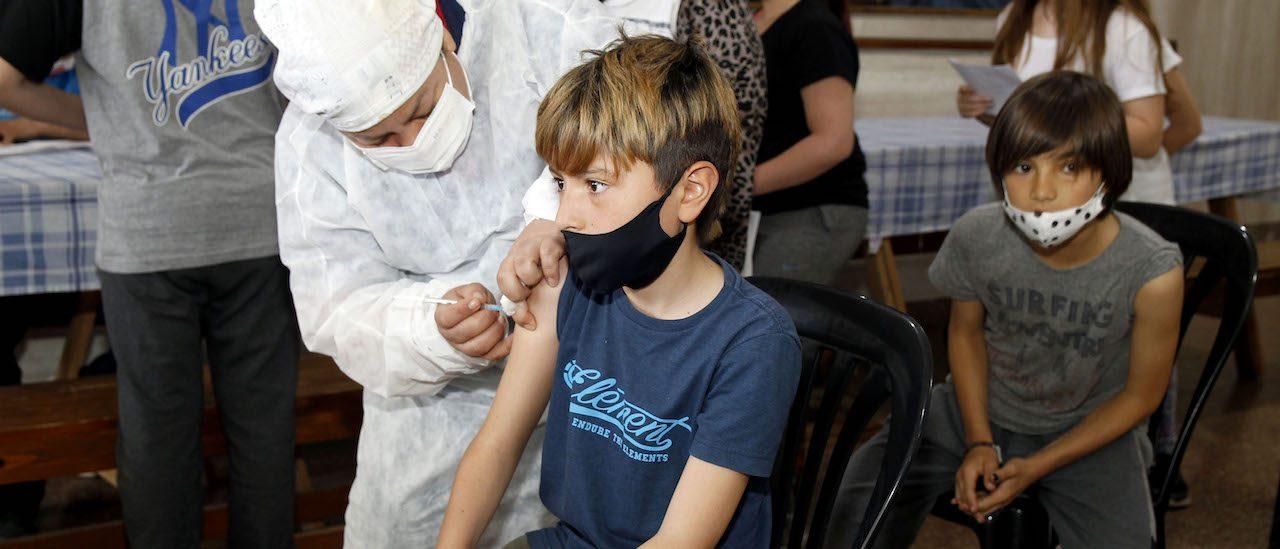 Cómo avanza la vacunación contra el coronavirus en niñas, niños y adolescentes